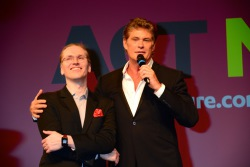 "Looking for internet freedom: Mikko Hypponnen von F-Secure und sein ""Markenbotschafter"" David Hasselhoff."