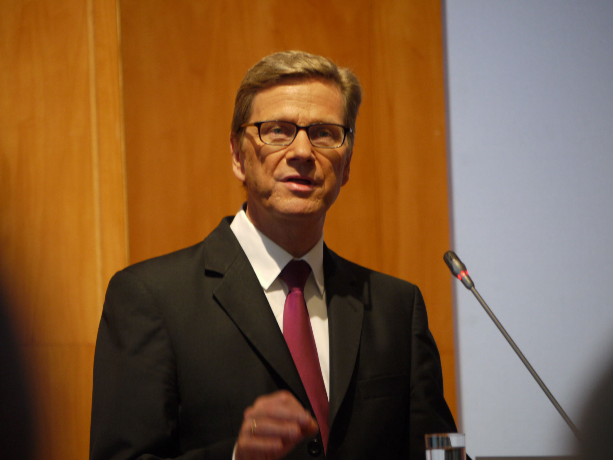 "Guido Westerwelle auf der Konferenz Internet and Human Rights: ""Man darf [autoritären] Regimes nicht die technischen Mittel geben, ihre Bevölkerung zu überwachen."""