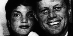 "Sonderausstellung ""The Kennedys – Timelesse Fashion Icons"""