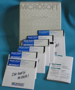 Microsoft Windows 1.0 Box und Disketten