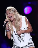 Carrie Underwood singt