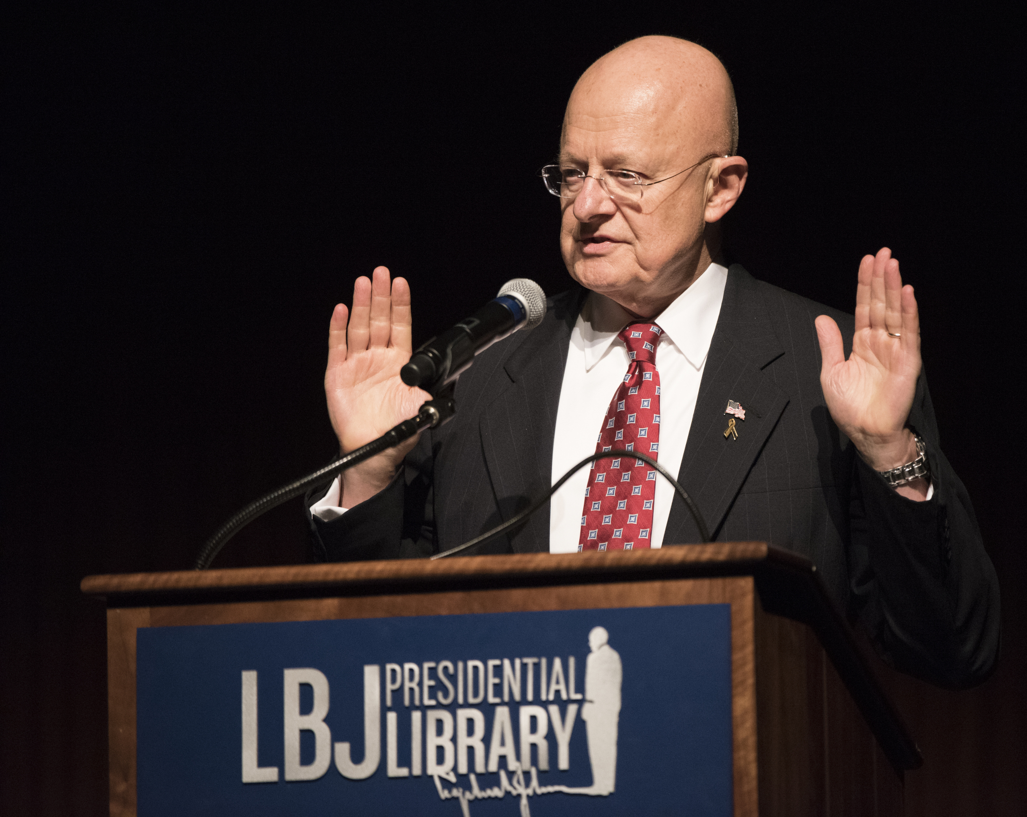 James R. Clapper an Rednerpult
