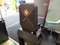 So sieht der Omen-PC in der Docking-Station aus.
