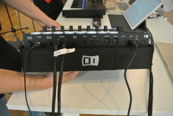 Maschine MK3 bringt ein komplettes Audio-Interface mit.
