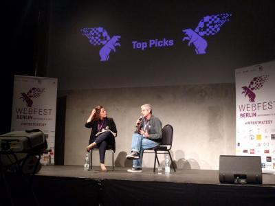 Anne Santa Maria und Joel Bassaget loben neben kanadischen und australischen Produktionen vor allem die deutsche Webserien-Szene: Sie bricht die Dominanz von Drama und Krimi, die das heimische Fernsehen beherrschen.