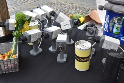 Technisch überholte Überwachungskameras taugen immerhin noch zum Dosenwerfen.